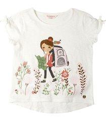 camiseta blanca estampada y bordada en frente