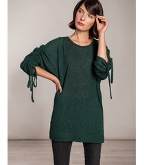 sweter z luźnymi rękawami