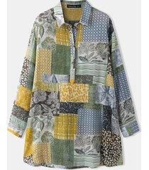 camicetta con bottoni a maniche lunghe con risvolto largo con stampa floreale