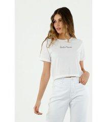 camiseta de mujer, silueta clásica crop, cuello redondo manga corta, con estampado everything is possible