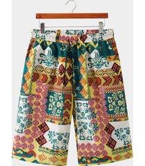 shorts de cintura con cordón y estampado tribal multicolor de vacaciones para hombre