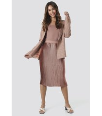 na-kd trend shiny pleated skirt - pink