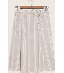 falda de rayas con cinturón en tela para anudar-8