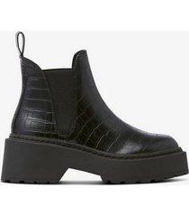 boots shadow