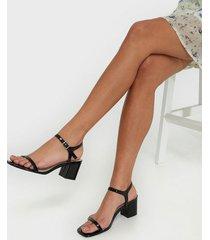 nly shoes square block heel sandal low heel svart