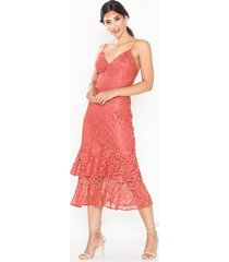 nly eve strap lace midi dress fodralklänningar