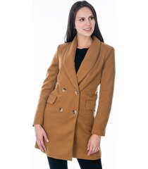 abrigo para dama café con bolsillos laterales y cuatro botones frontales