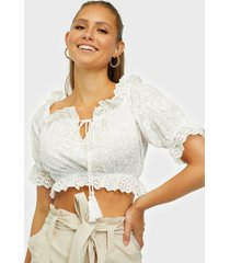 parisian broderie anglais crop top t-shirts