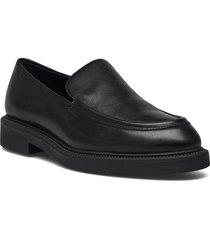 alex w loafers låga skor svart vagabond