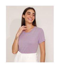 """camiseta com bordado tropical dreams"""" manga curta decote redondo lilás"""""""