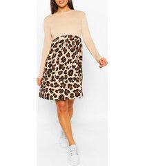 gesmokte luipaardprint jurk met contrasterende mouwen, steenrood