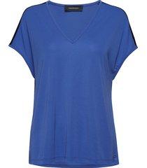 w tess t t-shirts & tops short-sleeved blauw peak performance