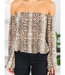 yoins blusa de manga larga con hombros descubiertos y piel de serpiente marrón