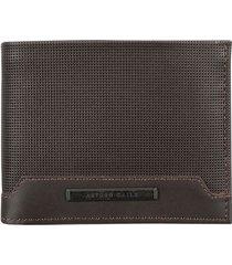billetera en cuero con textura y placa metálica 06085