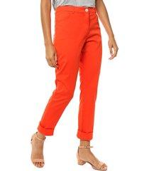pantalón naranja asterisco