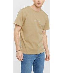 the classy issue logo tee t-shirts & linnen beige