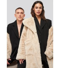 danny saucedo x na-kd big front pocket faux fur coat - beige