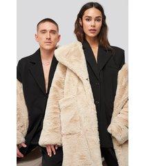 danny saucedo x na-kd big front pocket faux fur coat - beige