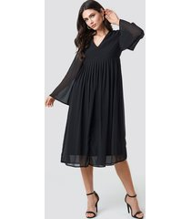 na-kd boho wide sleeve flowy chiffon dress - black