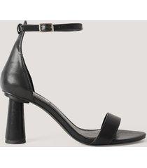 na-kd shoes högklackade skor med remmar - black