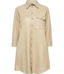 chili thin leather dress kort klänning beige mdk / munderingskompagniet