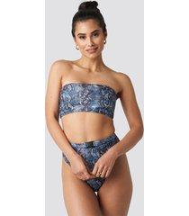 hannalicious x na-kd high waisted buckle bikini pantie - blue