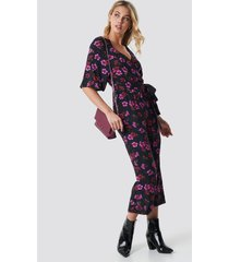 na-kd flower print wrap jumpsuit - multicolor