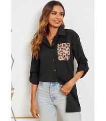 blusa de cuello clásico de patchwork con bolsillo de leopardo