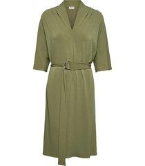 sora knälång klänning grön by malene birger