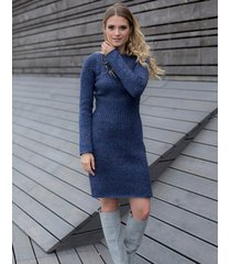 sukienka dopasowana w kolorze granatowym