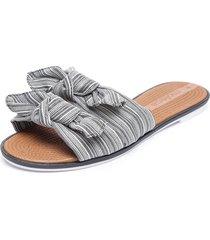 sandalia gris moleca
