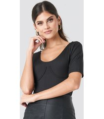 na-kd trend cup ribbed body - black