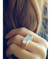 beżowy pierścionek z żywicy z lustrem