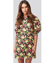 na-kd puff sleeve round neck mini dress - multicolor
