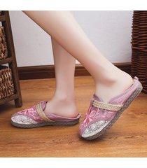 pantofole piatte in maglia con ricamo floreale a punta arrotondata