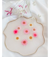 perłowa taca z suszonymi kwiatami