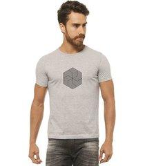 camiseta joss - flor doida - masculina