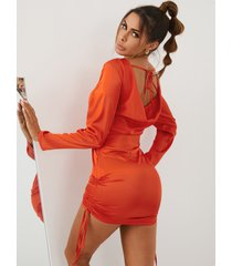 mini vestido con diseño de lazo sin espalda con cordón de yoins
