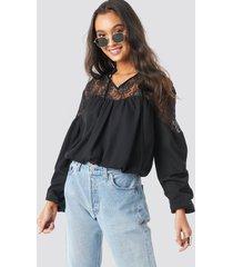 na-kd boho lace part balloon sleeve blouse - black