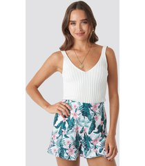 na-kd floral bermuda shorts - multicolor