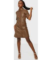 y.a.s yaslivana ss shirt leather dress fodralklänningar