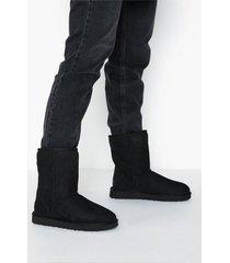 ugg w classic short ii flat boots svart