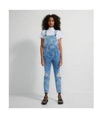 macacão jardineira jeans com puídos e bolso frontal | blue steel | azul | g