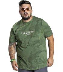 camiseta svk plus size earth - verde - verde - masculino - algodã£o - dafiti