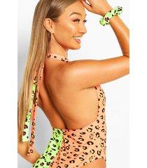 neon badpak in wikkelstijl met luipaardprint en scrunchie, meerdere