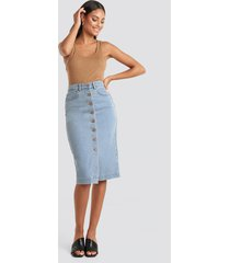 na-kd button up denim midi skirt - blue