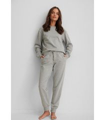 na-kd basic bassweatpants - grey