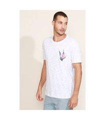 camiseta masculina com bolso floral manga curta gola careca branca
