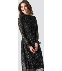 na-kd boho frill detail high neck chiffon dress - black