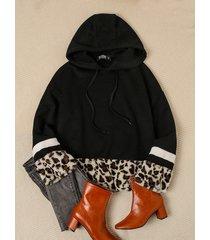 bloque de color negro y detalles de rayas de leopardo mangas largas capucha